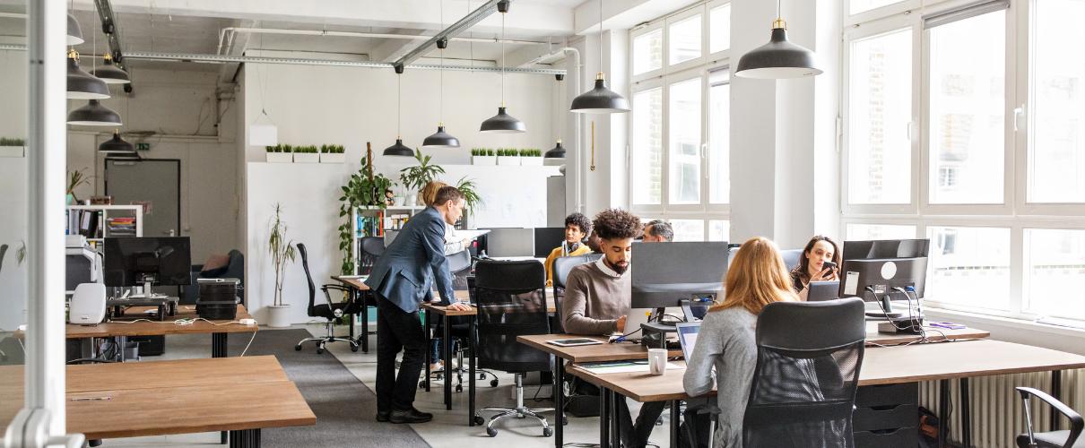 Ergonomia pracy. Przeżytek czy kluczowy aspekt funkcjonowania w biurze?