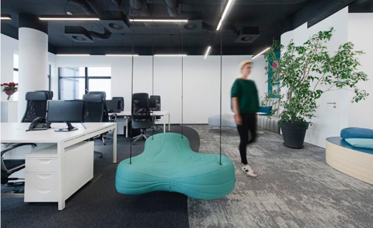 Jak wybrać firmę, która zajmie się aranżacją i wyposażeniem biura?